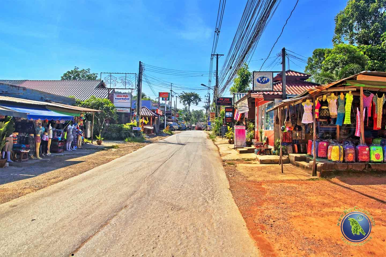 Dorf beim Kai Bae Beach auf Koh Chang in Thailand