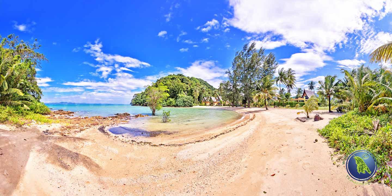 Halfmoon Beach in der Klong Son Bucht auf Koh Chang