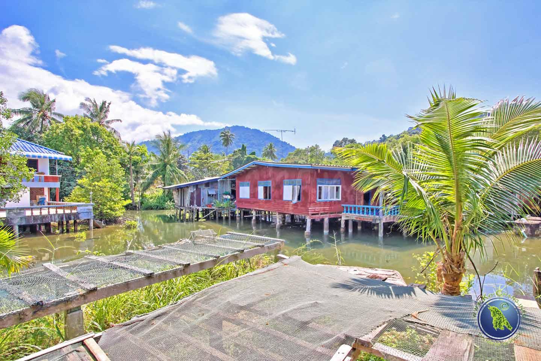 Dorf der Klong Son Bucht auf Koh Chang