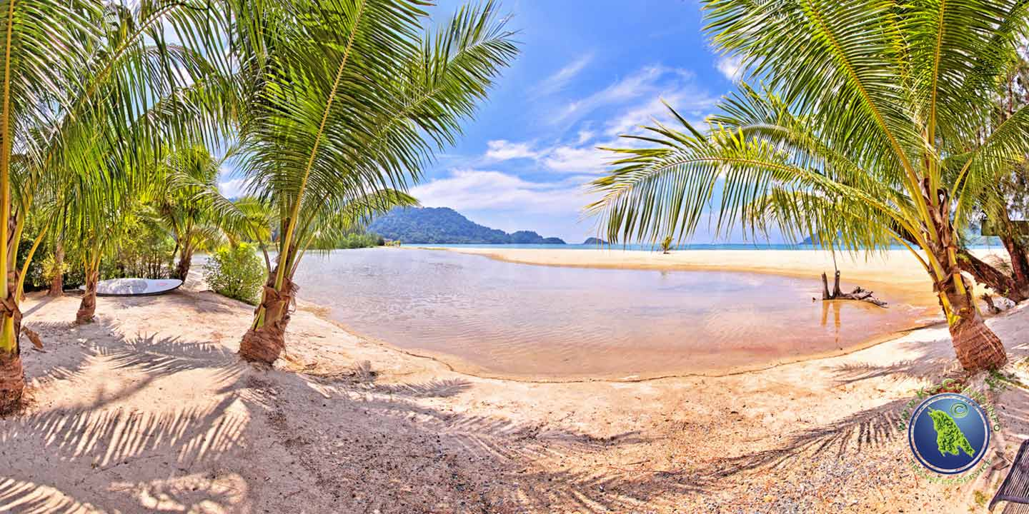 Marina Beach in der Klong Son Bucht auf Koh Chang in Thailand
