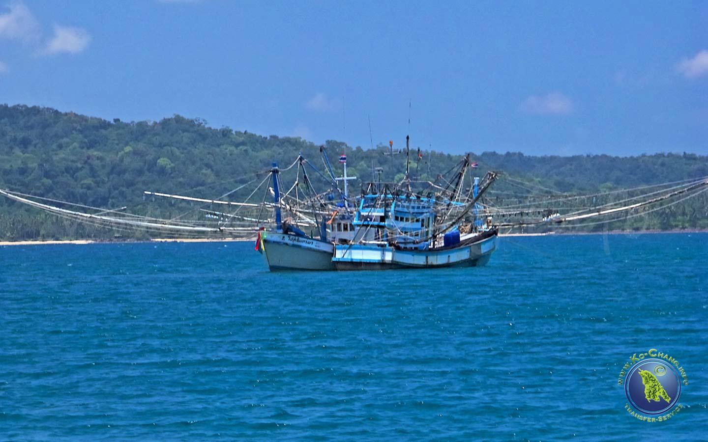 Bateaux de pêche devant Koh Chang