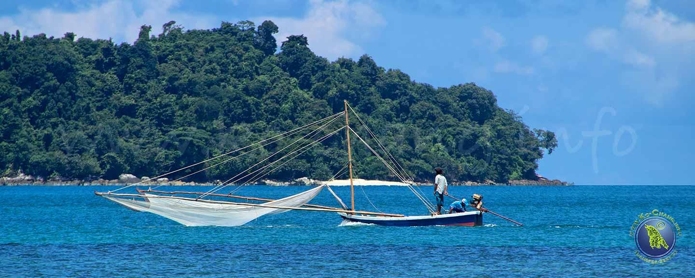 Pêcheurs devant Koh Chang en Thaïlande