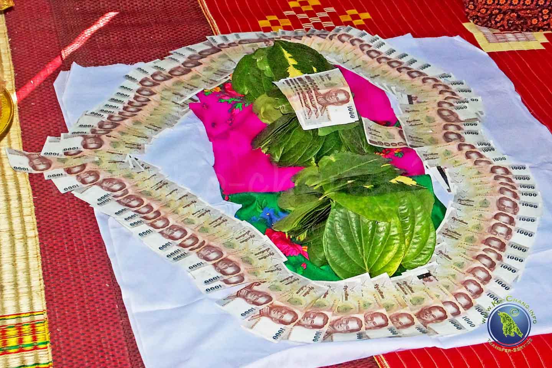 Brautgeld bei einer Hochzeit in Thailand
