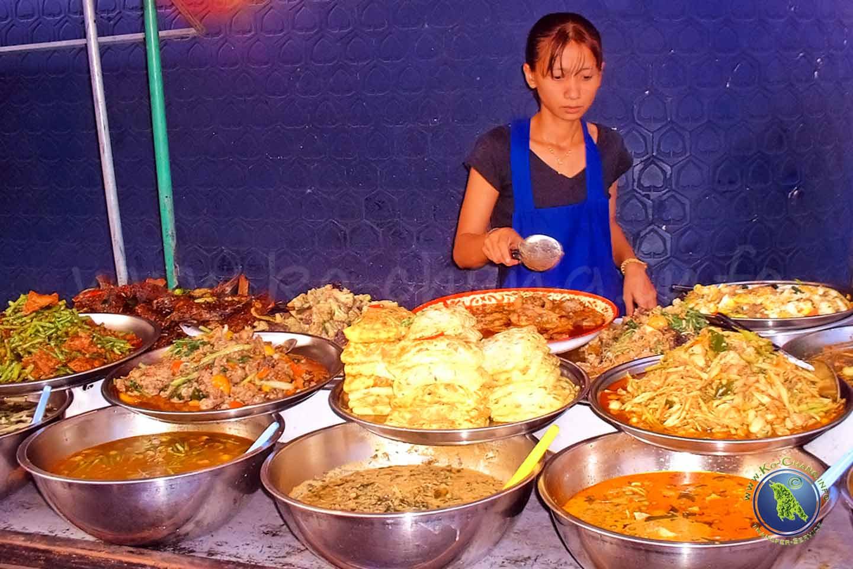 Quelques plats thaïs sur un étal