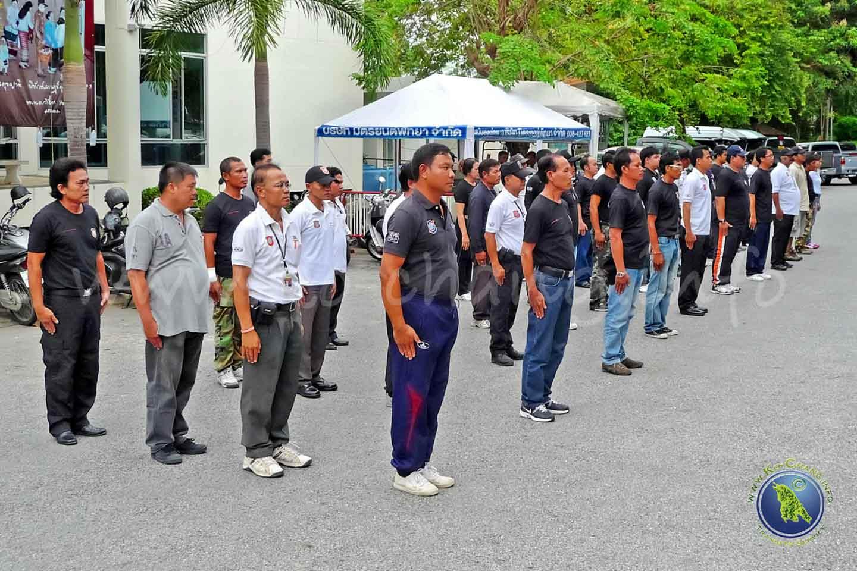 Touristen-Polizei beim Drill in Thailand