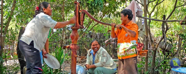 Frauen beim Abwasch in Thailand